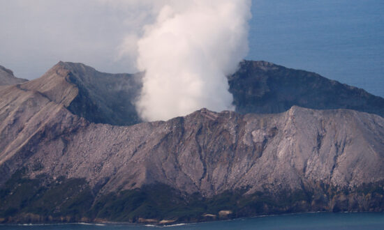 New Zealand Recovers 6 Bodies From Volcanic Island, Prepares Airlift