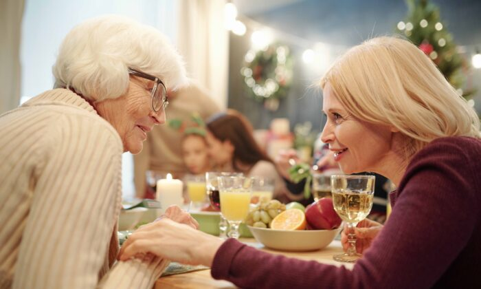 Connecting with a loved one with dementia can take many forms, from simply holding hands, to doing arts or crafts. (Pressmaster/Shutterstock)