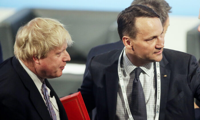 Boris Johnson, Britain's then secretary of state for foreign and Commonwealth affairs and Radoslaw Sikorski, Poland's former foreign minister arrive for the 2017 Munich Security Conference in Munich, Germany, on Feb. 17, 2017. (Johannes Simon/Getty Images)