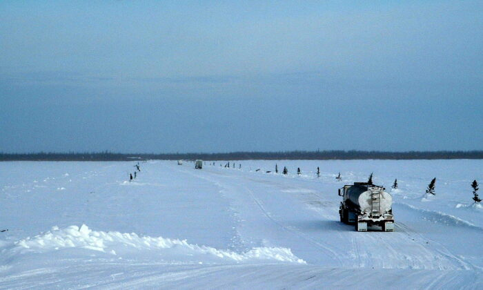 A truck crosses the Albany River on the winter road running from Moosonee to Attawapiskat in the Ring of Fire region in northern Ontario. (Rev40/CC BY-SA 3.0)