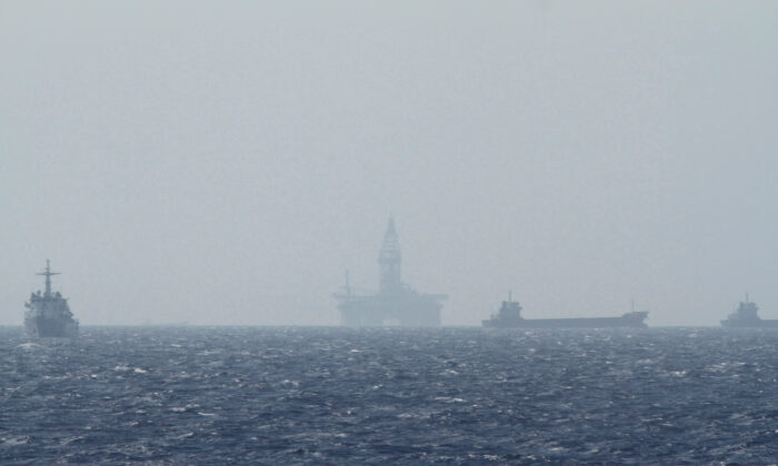 An oil rig (C) which China calls Haiyang Shiyou 981, and Vietnam refers to as Hai Duong 981, is seen in the South China Sea, off the shore of Vietnam on May 14, 2014. (Minh Nguyen/Reuters)