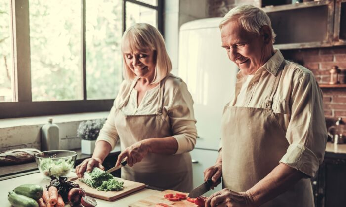 Keep Alzheimer's at bay with a diet that fuels a healthy heart. (George Rudy/Shutterstock)