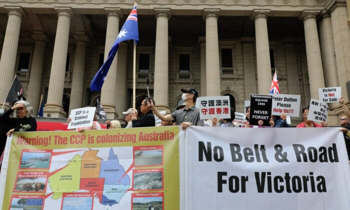 """Standing against Daniel Andrews Belt & Road Signing"" rally held at the steps of Victoria Parliament on Dec. 15, 2019. (Grace Yu/Epoch Times)"