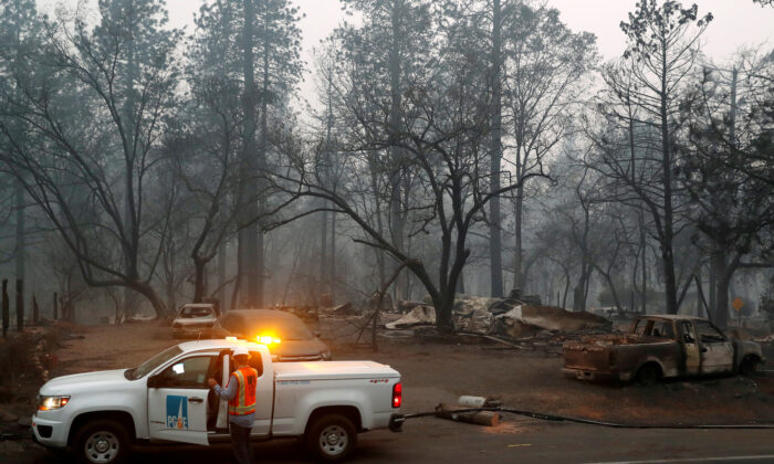 Employees of Pacific Gas & Electric work in the aftermath of the Camp Fire in Paradise, California, Nov. 14, 2018.  (Reuters/Terray Sylvester/File Photo)
