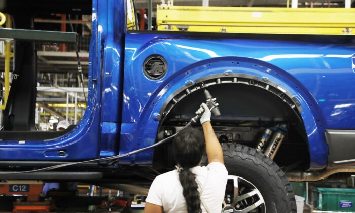 United Auto Workers assemblyman works on a 2018 Ford F-150 truck being assembled at the Ford Rouge assembly plant, in Dearborn, Mich., on Sept. 27, 2018 (Carlos Osorio/AP)