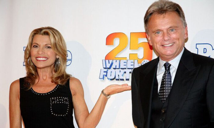 """Host of the TV game show """"Wheel Of Fortune"""" Pat Sajak and Vanna White attend the 25th anniversary celebration of the television game show """"Wheel Of Fortune"""" at Radio City Music Hall in New York City on Sept. 27, 2007.  (Photo by Astrid Stawiarz/Getty Images)"""