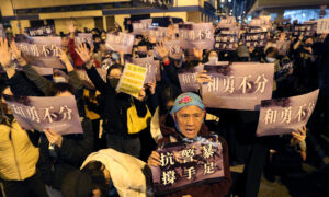 Hong Kong Protesters Denounce Police Raid on Fund-Raising Platform
