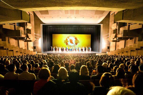 Shen-Yun-shenyun-curtain-call-20191220-730pm-Berkeley-Curtain-shenyun-1