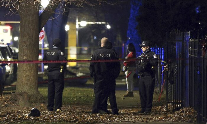 Chicago police guard a crime scene in a file photo. (Terrence Antonio James/Chicago Tribune via AP)