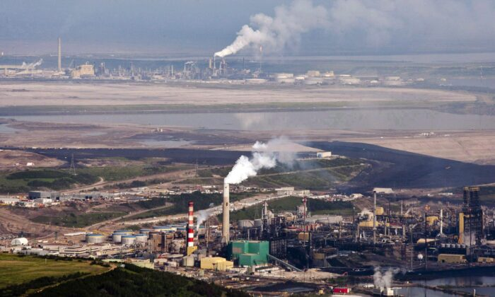 Aerial view of the Suncor oil sands facility near Fort McMurray, Alta., in a file photo. Recent secessionist movements in the world offer few encouraging examples to western Canadians who are miffed at the federal government and think they'd be better off living in a separate country. (The Canadian Press/Jeff McIntosh)