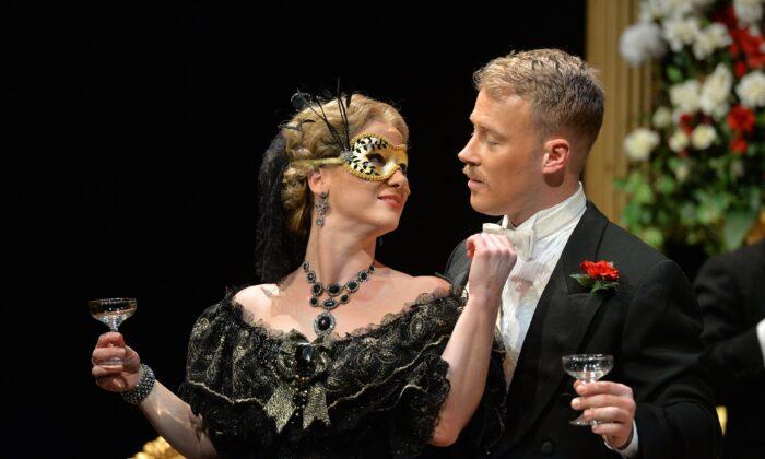 "Soprano Lara Ciekiewicz and tenor Adam Fisher in the Toronto Operetta Theatre's 2018 production of ""Die Fledermaus."" (Courtesy TOT)"