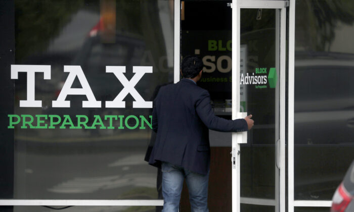 A customer enters a Block Advisors tax preparation office in San Anselmo, Calif., on April 15, 2019. (Justin Sullivan/Getty Images)