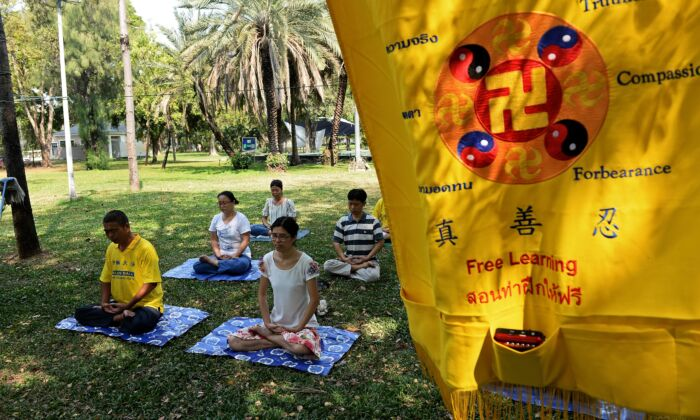 Chinese Falun Gong practitioners and asylum seekers meditating in Bangkok on March 14, 2016. (LILLIAN SUWANRUMPHA/AFP via Getty Images)