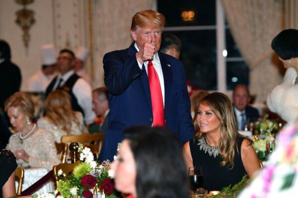 Trump thumbs up, Melania.jpg