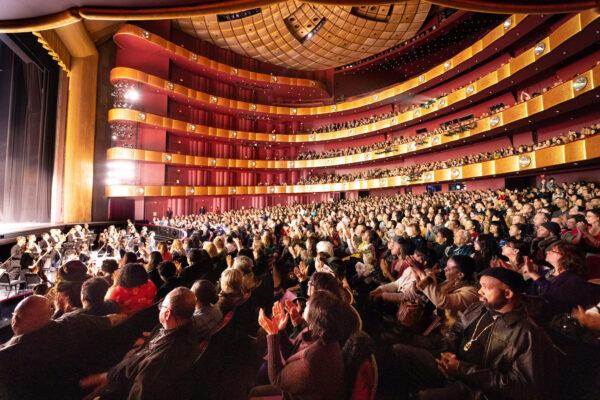 Shen-Yun-shenyun-audience_LD77568