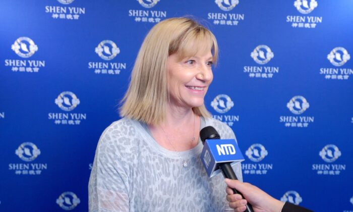 Bank VP: Shen Yun 'Is Sharing With the World How We Should Be'