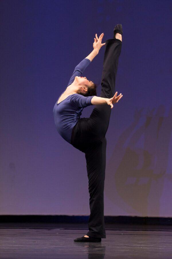 Shen-Yun-shenyun-dancer-12_31_Angela-Xiao-in-NTD-competition