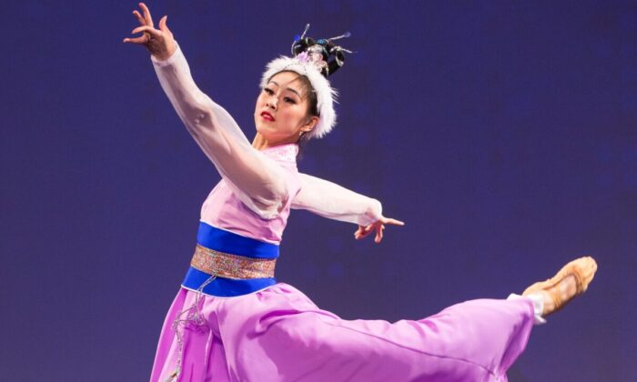 Angela Xiao in the NTD Dance Competition. (Dai Bing)