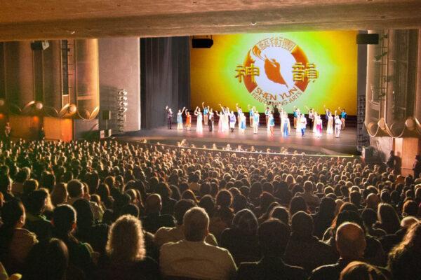 Shen Yun-shenyun-audience-2019-12-27-730pm-sanjose-Curtain-shenyun