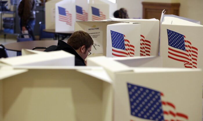 A voter fills out a ballot at a polling station in Des Moines, Iowa on Nov. 6, 2018. (Joshua Lott/Getty Images)