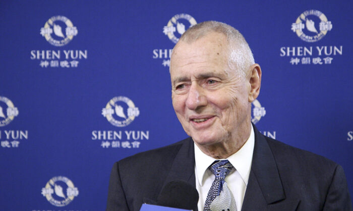 Vascular Surgeon Lauds Shen Yun's Stand for Human Rights