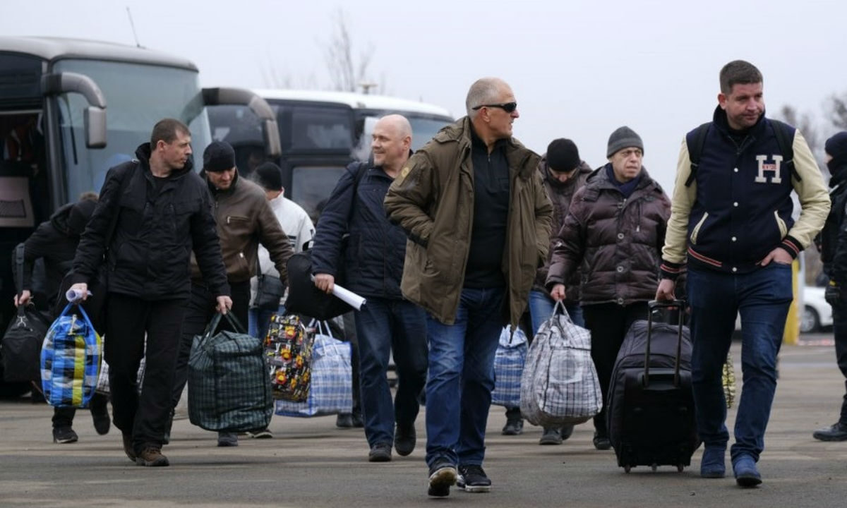 Ukraine-Russia rebels trade prisoners