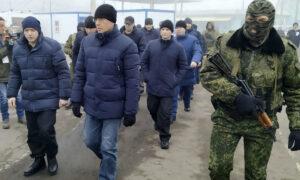 Ukraine, Russia-Backed Rebels Swap Prisoners in Move to End War