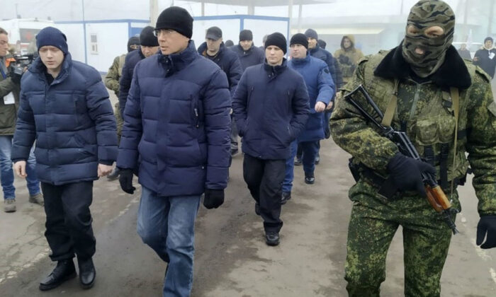 Ukrainian war prisoners walk after being released after a prisoner exchange, near Odradivka, eastern Ukraine, on Dec. 29, 2019. (Evgeniy Maloletka/AP Photo)