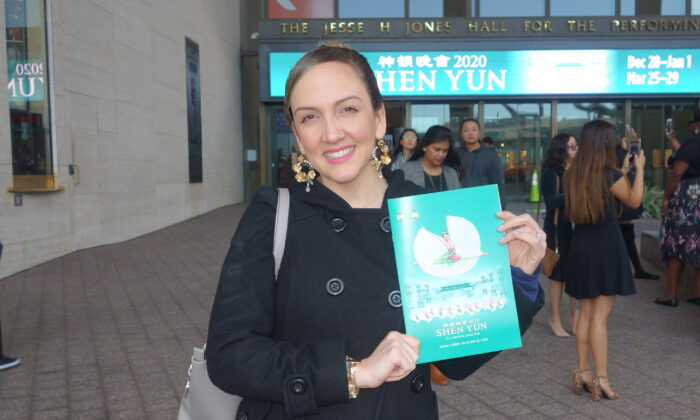 Dance Studio Owner: Shen Yun Is Exquisite, Delicate, Divine