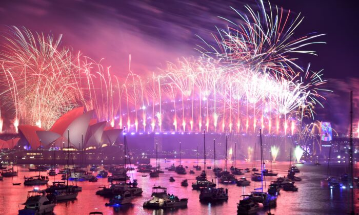 New Year's Eve fireworks erupt over Sydney's iconic Harbour Bridge and Opera House during the fireworks show on Jan. 1, 2019. (Peter Parks/AFP via Getty Images)