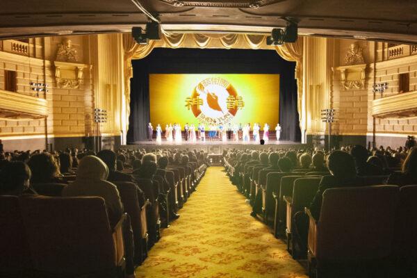 Shen-Yun-shenyun-audience-2019-1230-730pm-sanfrancisco-Curtain-shenyun-1 as Smart Object-1