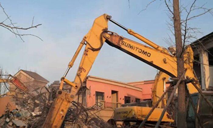 Một cộng đồng dân cư cao cấp, Cuijin Lake & Beautiful Villa Island, ở thành phố Thiên Tân của Trung Quốc đang bị phá hủy trong bức ảnh tập tin này. (Được phép của ông Li, một người dân)
