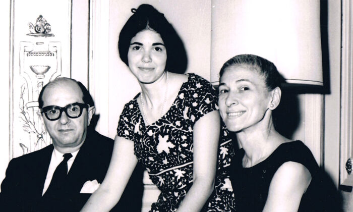 Jane Wolf Frances (center) with her parents, Jack and Lillian Wolf, in 1963 (Courtesy of Jane Wolf Frances)