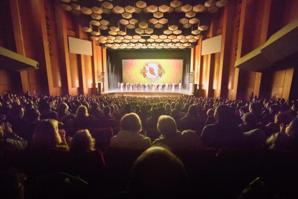 Shen-Yun-shenyun-audience-2020-01-01-1pm-Houston_theatre1