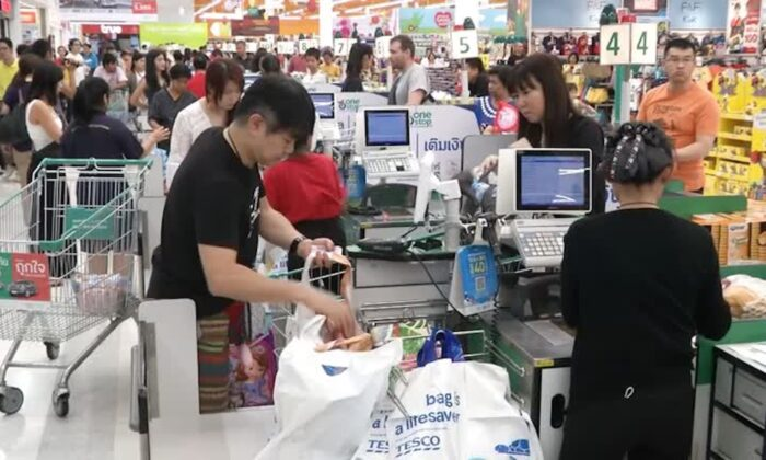 Shoppers at cashier counters in a supermarket in Bangkok, Thailand on Jan. 1, 2020. (Reuters)