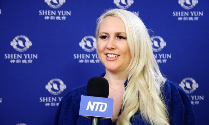 Graphic Designer Inspired by Shen Yun's Images: 'So positive and full of color'