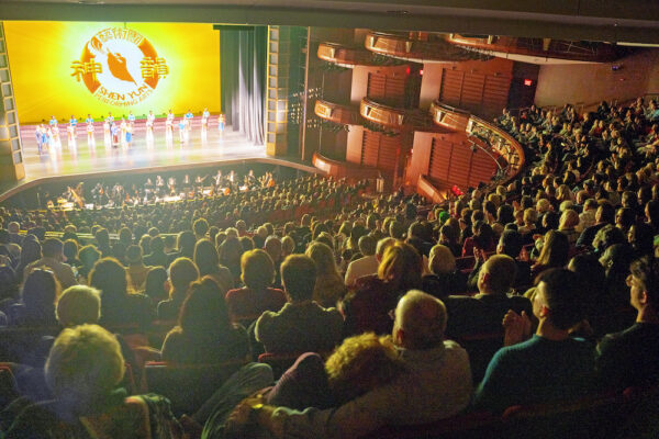 Shen-Yun-shenyun-audience-2020-01-05-2pm-Atlanta-curtain photo4