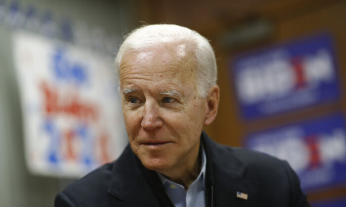 Democratic presidential candidate former Vice President Joe Biden visits a campaign field office in in Waterloo, Iowa on Jan. 4, 2020. (Patrick Semansky/AP Photo)