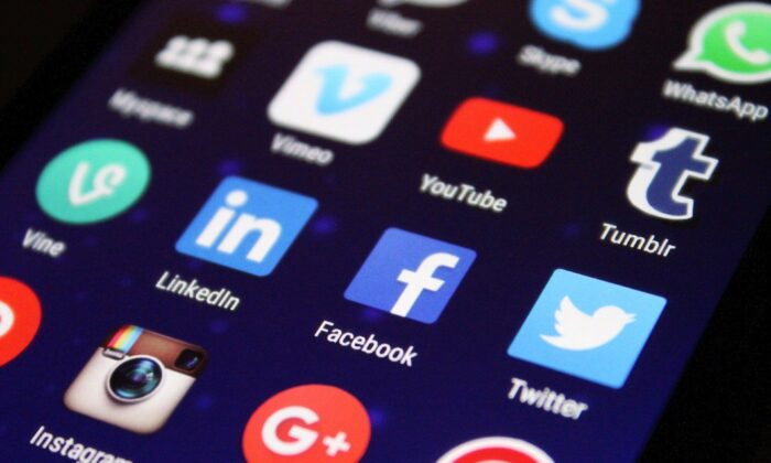 Social media platforms enable teachers to explore the evidence for and against various teaching methods as well as directly connect with other teachers and share their expertise. (Pixabay)