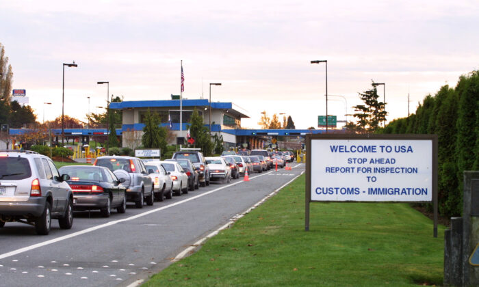 Vehicles line up to enter the United States at the Peace Arch border crossing between Blaine, Washington and White Rock, British Columbia in a file photograph. (Jeff Vinnick/Getty Images)