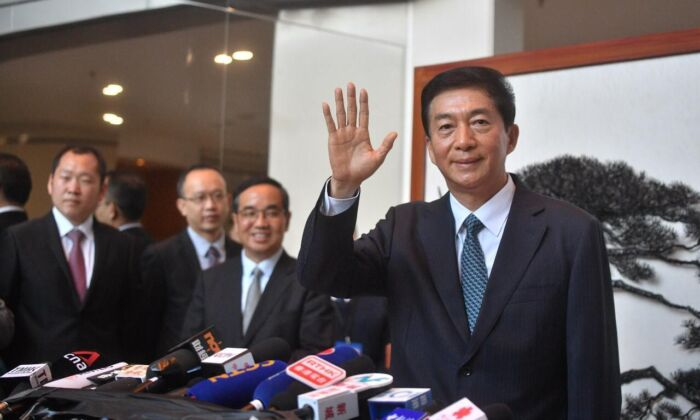 Luo Huining waves his hand to media at a press conference at the lobby of Chinese central government's Liaison Office in Hong Kong on Jan. 6, 2020. (Huang Xinzhen/The Epoch Times)