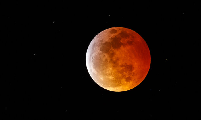 A super blood moon is seen during a total lunar eclipse in Marina Del Rey, Calif., on Jan. 20, 2019. (Rich Polk/Getty Images)