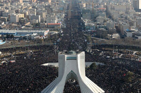 Iran stampede for slain general