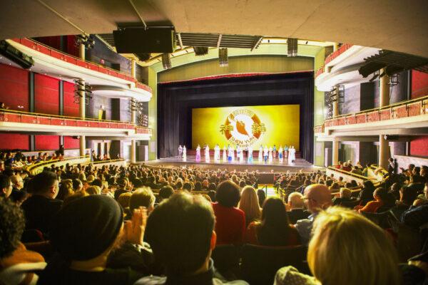 Shen-Yun-shenyun-audience-41-2020-01-08-EVE-Mississauga-Even Ning-Theatre-shenyun