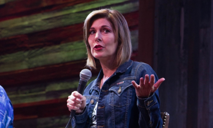 Investigative reporter Sharyl Attkisson speaks at the Redneck Country Club in Stafford, Texas, on December 4, 2014. (Redneck Country Club via Wikimedia/CC-SA)