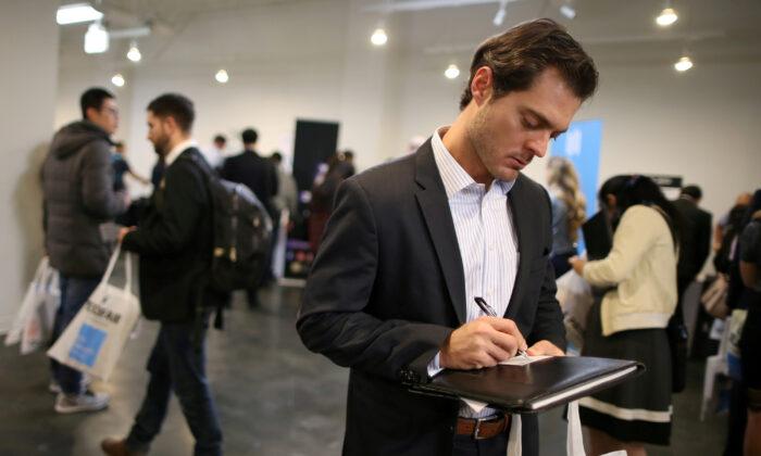 People attend TechFair LA, a technology job fair, in Los Angeles, California, on Jan. 26, 2017. (Reuters/Lucy Nicholson)
