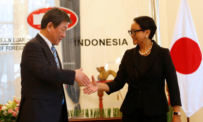 Japanese Foreign Minister Toshimitsu Motegi shakes hands with Indonesia's Foreign Minister Retno Marsudi during a meeting in Jakarta, Indonesia, on Jan. 10, 2020. (Ajeng Dinar Ulfiana/Reuters)