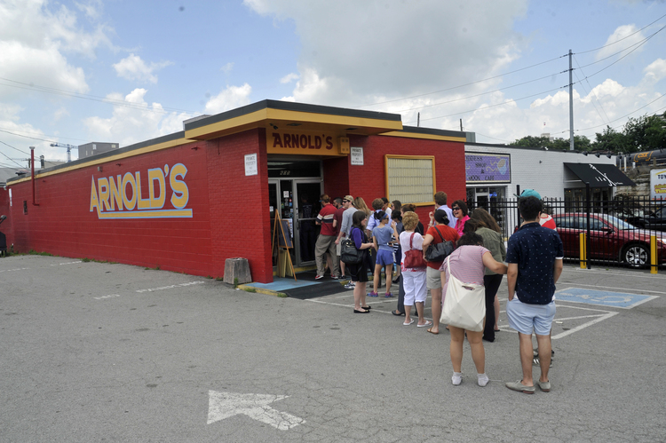 Crowd+in+line+at+Arnolds+classic+Meat+n+Three
