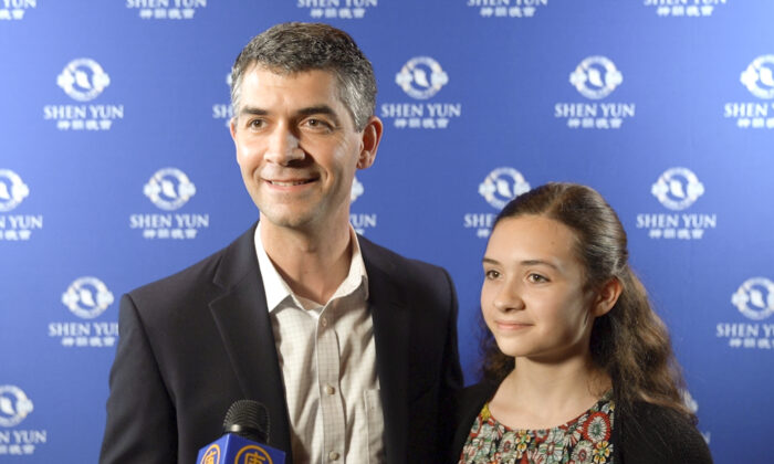 American Express Manager: Shen Yun 'talked about the Creator and it did hit home for me'