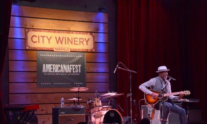 Nashville resident and award-winning bluesman Keb' Mo' performs at City Winery during Americanafest. (Kevin Revolinski)